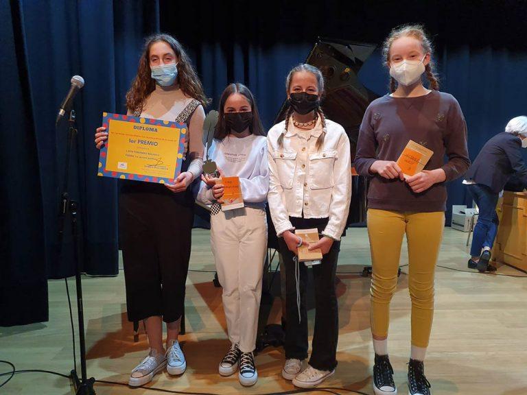 Alumnas ganadoras del concurso poesía sobre covid
