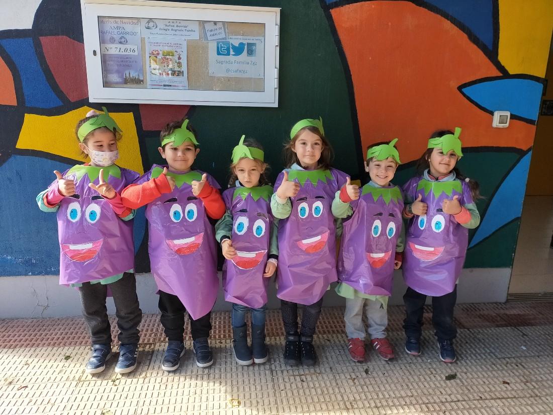 Celebrando el carnaval los alumnos de infantil: berenjena