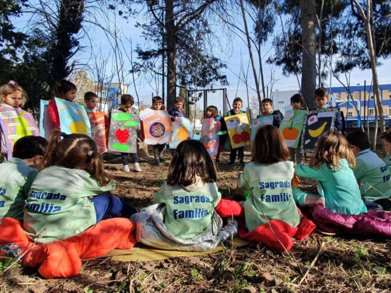 Los alumnos de infantil salen al huerto escolar